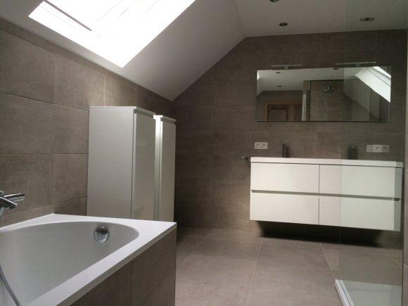 Projecten fullbouw - Betegelde rode badkamer ...