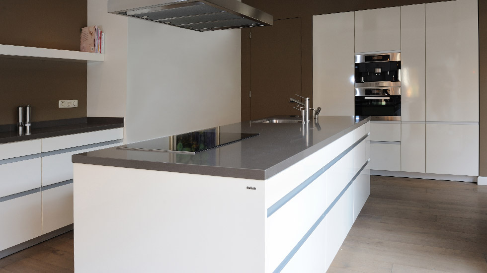 Prachtige keuken met kookeiland fullbouw - Grote keuken met kookeiland ...